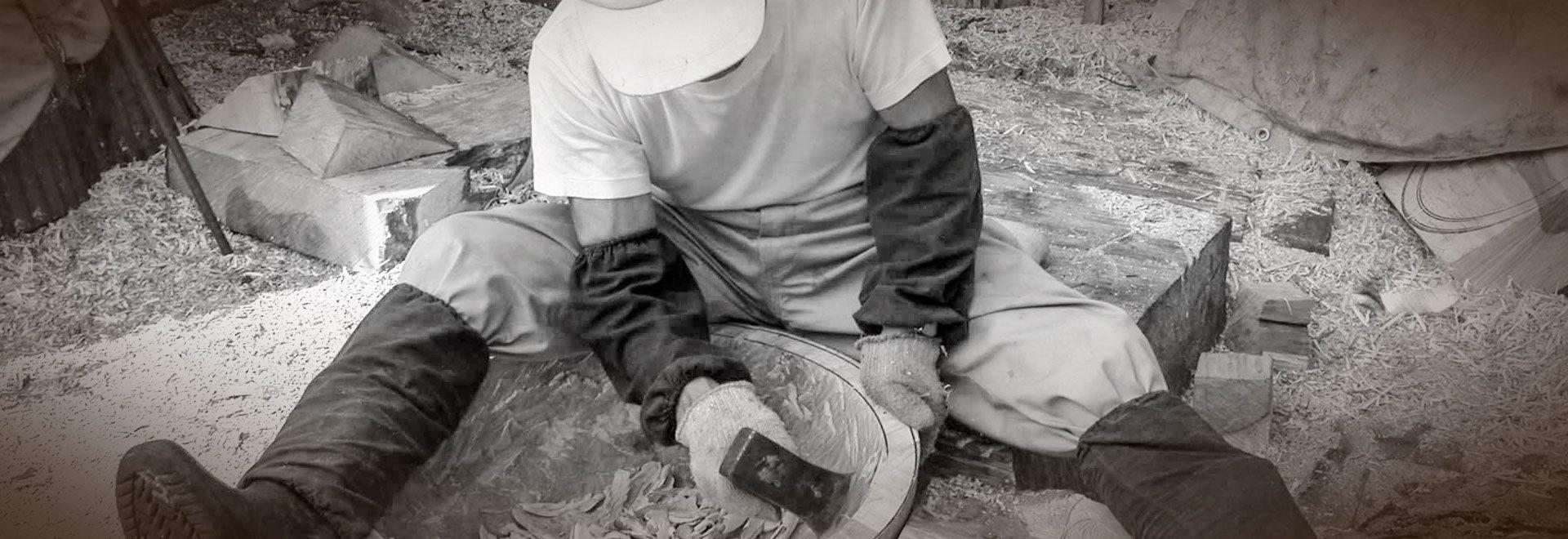 一つ一つ原木を余すことなく、木を見極めながら作る職人の一品