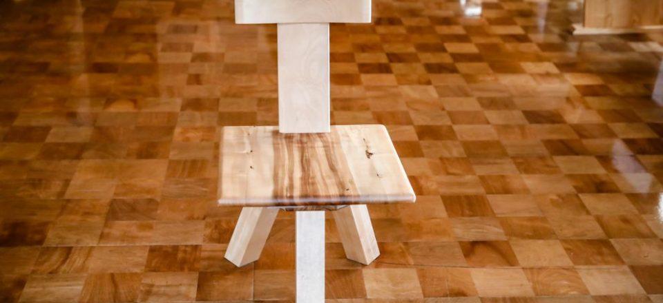栃の回転椅子