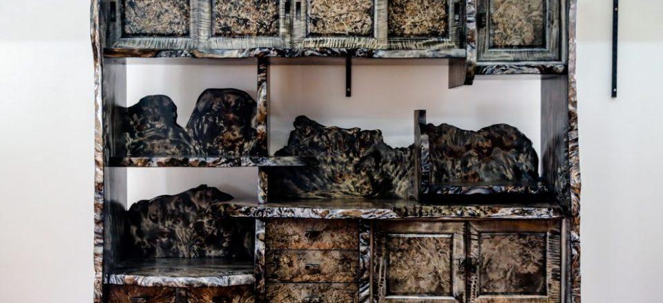 希少な栃コブ杢の茶棚