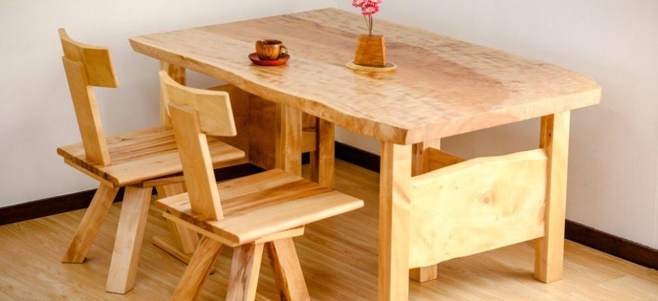 栃杢板のダイニングテーブル